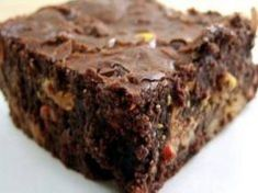 Traditional brownies are often high in inflammatory ingredients such as flour, processed sugar, and pasteurized hormone filled dairy, and thus raise blood sugar, and the levels of cortisol(stress hormone) and insulin (fat storage) and lead Desserts Sains, Avocado Brownies, Coconut Brownies, Dairy Free Chocolate Chips, Healthy Chocolate, Sweet Potato Brownies, Cooking Sweet Potatoes, Processed Sugar, Chocolate Brownies