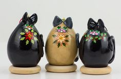 Kitty Cat Gourd Ornament Trio Holly and Poinsettia design - Cat Lover Christmas Gift Cat Lover Gifts, Cat Gifts, Cat Lovers, Biscuit, Victorian Dollhouse, Modern Dollhouse, Gourds Birdhouse, Painted Gourds, Miniature Dolls