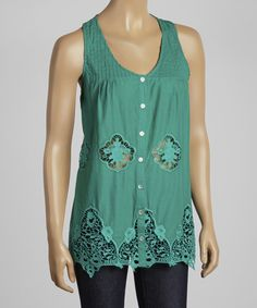 Make+feminine+style+an+effortless+affair+with+this+breezy-chic+top.+Boasting+an+easy-going,+flowing+fit+with+lovely+lace+accents+and+a+generously+scooped+neck,+it's+sure+to+become+a+fast+favorite.