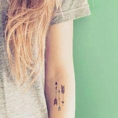 ⬆⬆⬇ #lacolecionadora #beautifultattoo #smalltattoos #smalltatto #tattoos #littletattoo #armtattoo #arrow #tinytattoo #tattooed #ink #inktattoo #inspiration #instatattoo #lovetattoo #ideias #colecionadoratattoos