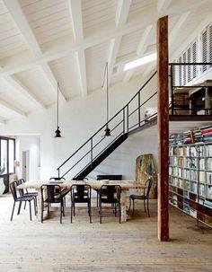 Mezzanine balcony and beams