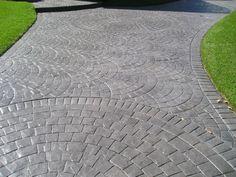 Stamped Concrete + circle cobbstone
