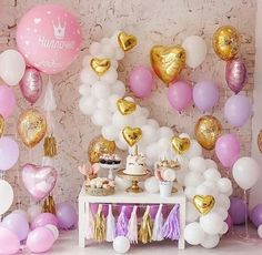 What do you think of this unicorn birthday party🦄✨💖 Cadeau Baby Shower, Idee Baby Shower, Unicorn Baby Shower, 1st Birthday Girls, Unicorn Birthday Parties, Birthday Balloons, Unicorn Party, Balloon Decorations, Birthday Decorations