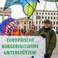Millionen Menschen in Europa gegen Glyphosat – und Monsantos Lobby-Macht  Die Agrar-Lobby will das Pflanzen-Gift Glyphosat unbedingt: Studien werden indirekt bezahlt, unbequeme Wissenschaftler öffentlich verleumdet. Doch Europas Bürger/innen wehren sich – und starten eine Europäische Bürgerinitiative (EBI) für ein Glyphosat-Verbot. Zum Auftakt demonstrieren Aktive in Berlin. Weiterlesen →