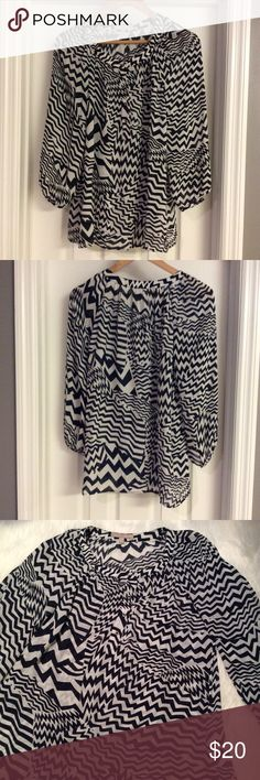 ⚡️FLASH SALE⚡️NO OFFERS❗BR ZigZag Blouse Banana Republic BlackWhite Zig Zag Pattern Blouse. Beautiful blouse. Thin pull on Blouse as pictured in the last pic ( not noticeable). Banana Republic Tops Blouses