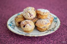 Raspberry and Vanilla Mini Mufifns. Delicious Raspberry and Vanilla Mini Muffins - a perfect treat! Breakfast Snacks, Breakfast Recipes, Brunch Recipes, Healthy Meals For Kids, Kids Meals, Baking Recipes, Cake Recipes, New Zealand Food, Raspberry Recipes