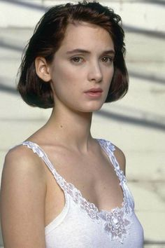Winona Ryder Best Hair And Makeup Looks - Winona Ryder Old Vintage Photos Hip Hop Outfits, Outfits Casual, Winona Ryder Hair, Winona Ryder Style, Winona Ryder Beetlejuice, Winona Forever, Best Bob Haircuts, Best Bobs, Actrices Hollywood