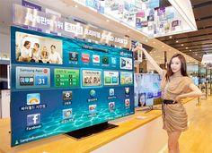 Os presentamos un televisor que sólo tendrá cabida en los hogares más sibaritas (tanto por sus dimensiones, como por su coste). Os presentamos el Samsung ES9000 Smart TV, de 75 pulgadas.      #tecnologia #televisores #samsung