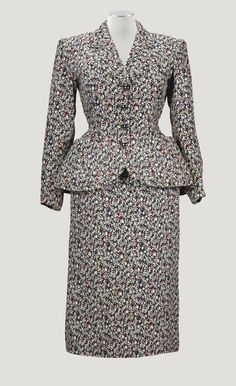 BALENCIAGA HAUTE COUTURE S/S 1950 A FLORAL SILK AND WOOL JACQUARD WEAVE DAY SUIT WITH SILVER GLAZED CERAMIC BUTTONS
