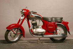 Vintage Motorcycles Classic 1954 start of production of Jawa 250 and Jawa 350 motorcycle Russian Motorcycle, Motorcycle Bike, Classic Motorcycle, Antique Motorcycles, Cars And Motorcycles, Yezdi Roadking, Scooters, Moto Jawa, Royal Enfield Classic 350cc