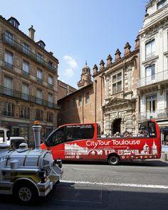 En minibus ou en petit train, quel sera votre façon de visiter la ville rose ? City Tour et train touristique © D. Viet #toulouse #visiteztoulouse #prochainvoyage
