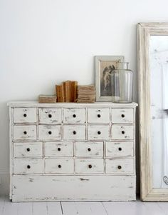 Rustic home, cozy home, bohemian interior, shabby drawers, natural tones interior. Vintage Furniture, Painted Furniture, Diy Furniture, Laminate Furniture, Bedroom Furniture, Modern Furniture, Bedroom Drawers, White Furniture, Bedroom Storage
