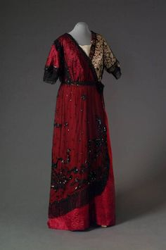 Evening dress, 1912-15, From theMode Museum