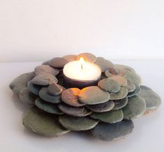 New Home Art Diy Candle Holders Ideas Stone Crafts, Rock Crafts, Crafts To Make, Arts And Crafts, Diy Crafts, Crafts With Rocks, Diy Candle Holders, Diy Candles, Art Pierre