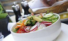 L'été s'installe tranquillement. Les burgers, c'est bien bon sur la terrasse, mais les végétariens ont également droit à leur part de soleil. Voici les meilleures terrasses montréalaises où manger végé tout en prenant l'air!
