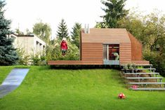 Ultra Architects maja's house: a playhouse built from the scraps leftover from the construction of the parents' home.
