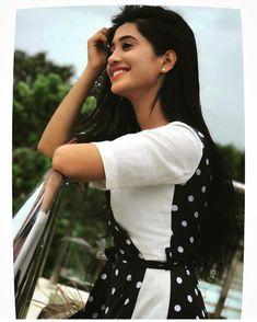 So beautiful ❤ Shivangi Joshi ❤ Cute Girl Poses, Cute Girl Pic, Girl Photo Poses, Girl Photography Poses, Stylish Girls Photos, Stylish Girl Pic, Girl Pictures, Girl Photos, Shivangi Joshi Instagram