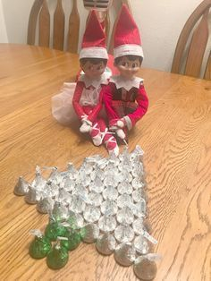 Elf On The Shelf - Easy Ideas For Busy Parents easy elf on the shelf ideas creative elf on the shelf ideas favorite elf on the shelf ideas ideas for two elves on the shelf elf on the shelf - two elves Winter Christmas, Christmas Holidays, Christmas Crafts, Christmas Parties, Christmas Stuff, Merry Christmas, Awesome Elf On The Shelf Ideas, Der Elf, Elf Auf Dem Regal