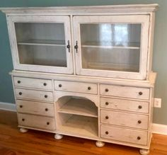 Broyhill Attic Heirlooms Dining Hutch In White Stain ❤️