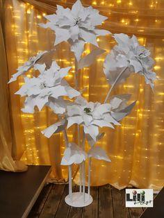 Céges karácsonyi bulira készültek a 2  méter magas óriási mikulásvirágok.
