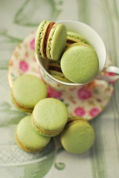 Patrick's Day serve light and lovely, pale green macarons with your tea. Green Tea Macarons, Pistachio Macarons, Matcha, Cake Pops, Powdered Food Coloring, Lemon Bundt Cake, Cream Scones, French Macaroons, Green Tea Powder