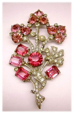 Staret Retro Shades of Red Glass Stone BroochPin Vintage 1940 Retro Jewelry Art Deco Jewelry