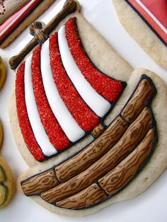 Pirate Party Fun: pirate ship cookie Burge-Bowlin make these for the grade school or some dayton event. pirate cookies are pretty sweet Cookies For Kids, Fancy Cookies, Iced Cookies, Cute Cookies, Royal Icing Cookies, Cookies Et Biscuits, Cupcake Cookies, Sugar Cookies, Cupcakes