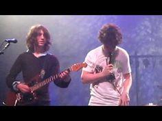 ▶ Matt Helders sings Last Christmas in Fluorescent Adolescent @ Métropolis (Montréal) 14-12-2009 - YouTube