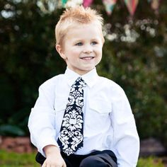 Little Lads Necktie Pattern ~both skiny and wide styles-fasten with velcro & elastic neck strap, clever! Necktie Pattern, Damask Wedding, Damask Party, Make A Tie, Hot Pink Weddings, Softie Pattern, Skinny Ties, Easy Wear, Pdf Sewing Patterns