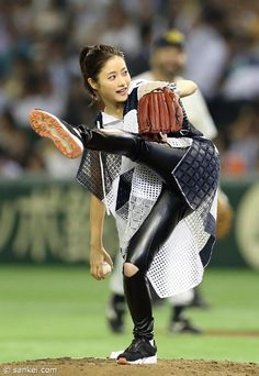 Pin on 始球式Japan Beautiful Person, Beautiful Asian Women, Petty Girl, Satomi Ishihara, Baseball Girls, Asian Lingerie, Figure Poses, 3d Girl, Cute Cuts