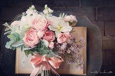 """170 Likes, 13 Comments - weddingaccount (@andare_wd) on Instagram: """"⋆ 来週は、お花屋さんと打合せ どんな提案をもらえるんだろ♡⃛楽しみです♡⃛ 写真のようなイメージで仕上げたいなと♡⃛ ⋆  #ウェディング #レストランウェディング #ブーケ #フラワー…"""""""