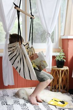 A Cozy Reading Chair Hammock for Older Kids (and grownups!) A clever DIY. Diy Hammock, Hanging Hammock Chair, Hammock Swing, Swinging Chair, Hammocks, Hanging Chairs, Rocking Chair, Chaise Diy, Indoor Swing