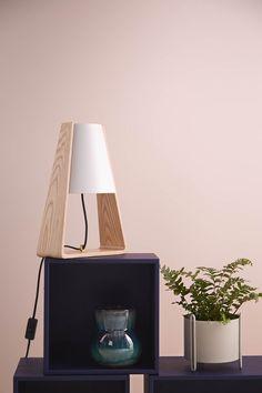 Veioza Bend Ash/ White #homedecor #interiordesign #inspiration #lamp #officelamp Berlin Design, Office Lamp, Luminaire Design, Decoration Design, Design Studio, Lighting Design, Designer, Interior Design, How To Make