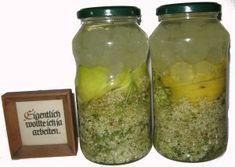 Ansatz des Holunderblütenlikörs Pickles, Cucumber, Cocktails, Food, Kitchens, Tasty Vegan Recipes, Vodka, Harvest, Homemade