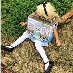Alice in Wonderland costume from Amazing Literary Halloween Costumes | Bookriot.com