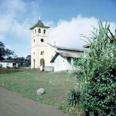 En Isla de Fernando Poo,Rebola. Iglesia y Centro. A.C. con casa Padre misionero