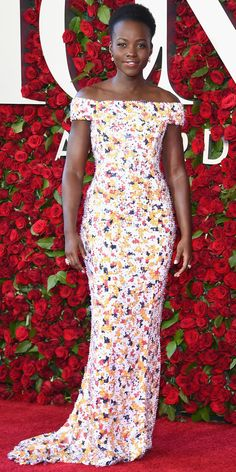 Lupita Nyong'o in Hugo Boss ~ See Photos from the 2016 Tony Awards Red Carpet! Tony Award, Celebrity Red Carpet, Celebrity Style, Hugo Boss, Glamour, Gabrielle Union, Beaded Gown, Sequin Gown, Silk Gown