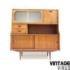Vintage dressoirkast / dressoir met glazen deurtjes, een klep, lades en schuifdeurtjes – Vintage Virus