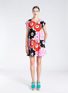 Uuva-mekko (valkoinen, punainen, musta) |Vaatteet, Naiset, Mekot ja hameet | Marimekko Marimekko, Cold Shoulder Dress, White Dress, Short Sleeve Dresses, Fashion Outfits, Stylish, Finland, Red Black, Clothes