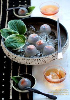和菓子【杏と小豆の水まんじゅう 〜 Mizu-Manju】 Agar sweets flavored with apricot and bean-jam.The exquisite combination of sweet-sour apricot and sweet bean jam is good in summer♡ Please enjoy these confectioneries with greentea, tea, Chinese tea, champagne, wine and Japanese Sake. *styling / photo / sweets : Midori Morohoshi(http://ameblo.jp/greenonthetable/imagelist.html)