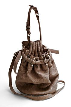 Bucket bag : shaped like a bucket, medium-size or large, with shoulder straps and a drawstring closure  (Fabiola Lawandi FD1A1)