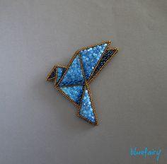 Bardzo lubię składać origami. Zaczęło się od tego, że pulpetem będąc i wciągając dziennie niezdrową porcję cukierków, zwłaszcza czekoladowy...
