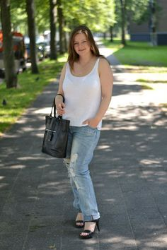 Summer knit casual, black leather bag and sandal, one of my favourite looks Summer Knitting, Black Leather Bags, My Favorite Things, Sandal, Photo And Video, My Style, Tops, Women, Fashion