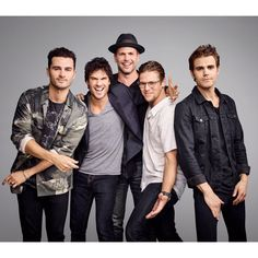 Actors Michael Malarkey, Ian Somerhalder Matt Davis, Zach Roerig and Paul Wesley from 'The Vampire Diaries' are photographed for Entertainment Weekly Magazine on July 2016 at Comic Con in the. Zach Roerig, Michael Malarkey, Michael Fassbender, Serie The Vampire Diaries, Vampire Diaries Seasons, Vampire Diaries The Originals, Damon Salvatore, Daniel Gillies, Nikki Reed