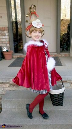 My Daughter Lexi, dressed up as Cindy Lou Who for Halloween this year. She LOVES the movie 'How The Grinch Stole Christmas.' (the one released in with Jim Carrey) So it was HER idea to be Cindy Lou Who. Grinch Halloween, Grinch Party, Halloween Costume Contest, Dr Seuss Costumes, Cute Costumes, Diy Whoville Costumes, Cindy Lou Who Costume, Christmas Costumes, Christmas Crafts