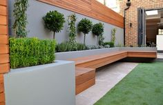 Urban Garden Design 40 Incredible Modern Garden Landscaping Design Ideas On a Budget 2 - A modern or contemporary garden is characterized by a sleek, streamlined and sophisticated style. Modern garden designs draw on the simplicity of Asian des Small Backyard, Modern Landscape Design, Modern Garden Landscaping, Contemporary Garden Design, Patio Design, Garden Seating, Garden Architecture, Modern Landscaping
