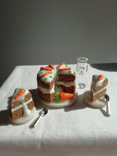 Miniature carrot cake with cake stand and 2 cutten slices of cake with plates. Miniature dolhouse food for Barbie. Wine Cheese, Food Cakes, Miniature Food, Carrot Cake, Beautiful Cakes, Yummy Cakes, Carrots, Cake Recipes, Cheesecake