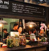 AMSTERDAM ETEN/FOODHAL De allereerste 'indoor foodmarket' in Nederland, waar je ter plekke kunt genieten van goed eten en drinken