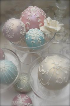 A Pastel Christmas Shabby Chic Christmas, Pink Christmas, Christmas Colors, All Things Christmas, Vintage Christmas, Christmas Holidays, Xmas Ornaments, Christmas Baubles, Christmas Decorations