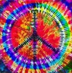 ☮ American Hippie Art ☮ Tie Dye Peace Sign I remember tie dyeing shirts too. Boho Hippie, Hippie Peace, Hippie Love, Hippie Art, Hippie Style, Hippie Chick, Bohemian, Peace Love Happiness, Peace And Love